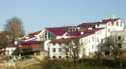 Хижина СПА(ззаду видно дах мого будинку).JPG